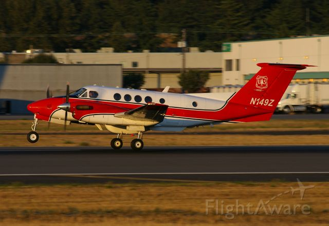 Beechcraft Super King Air 200 (N149Z) - US Forest Service King Air 200 departs BFI at sunset.