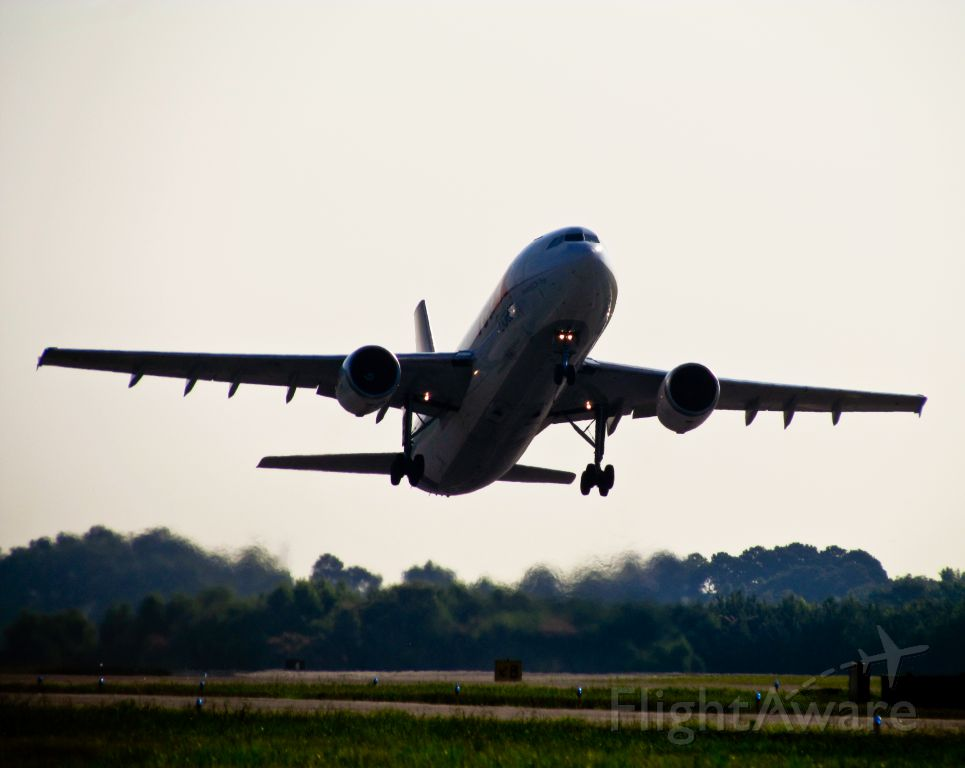 Airbus A300F4-600 (N663FE)