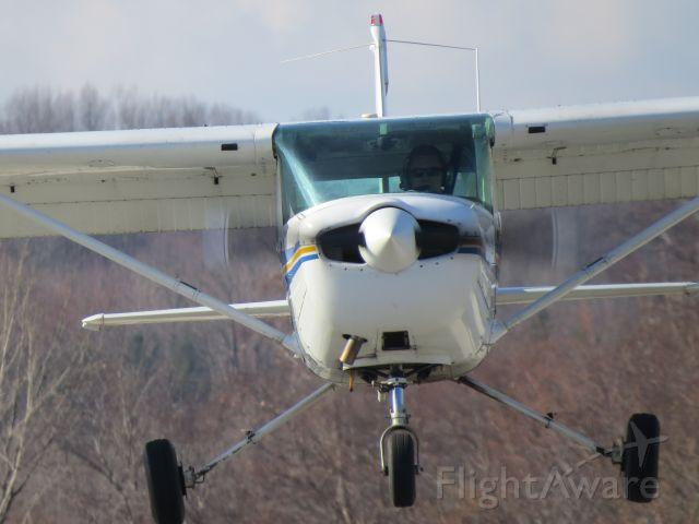 """Cessna 152 (N95474) - """"Kent 11"""" landing RWY01 at Kent State University Airport (1G3)."""