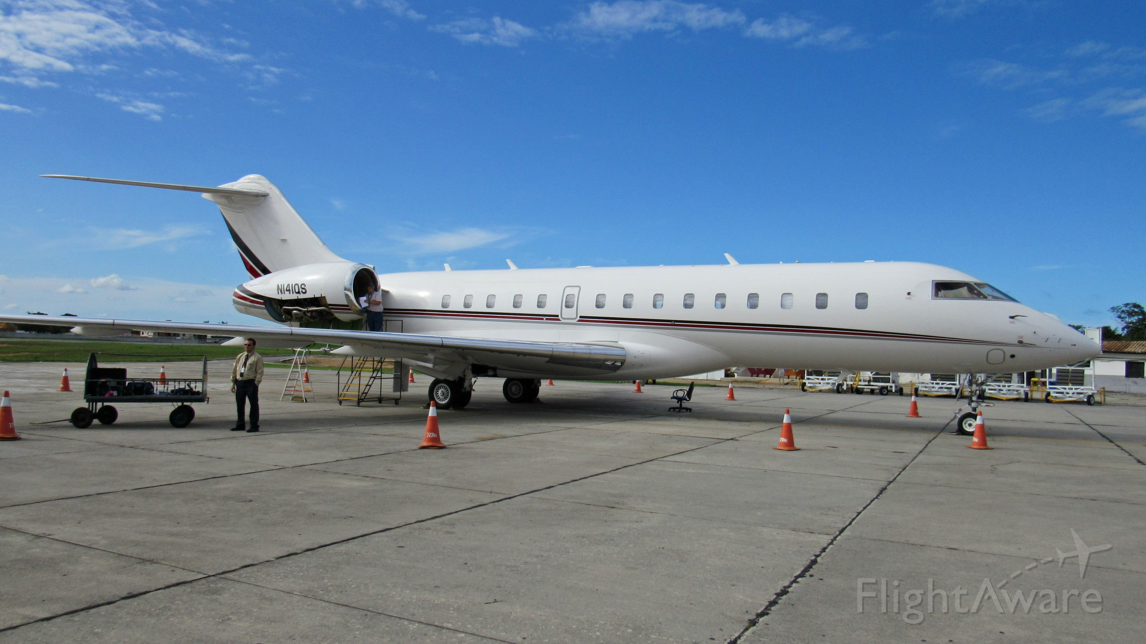 Bombardier Global Express (N141QS)