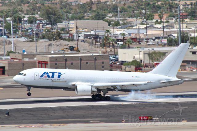 BOEING 767-200 (N762CX)