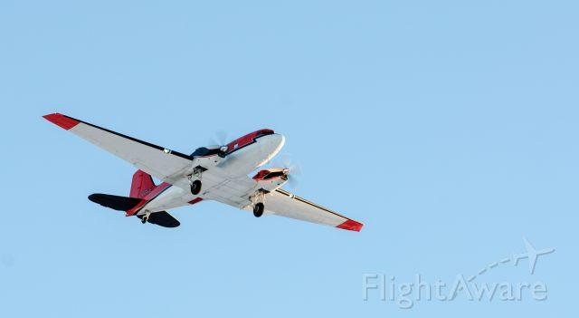 Douglas DC-3 (C-FBKB) - Landing runway 34 27jan2016 from buffalo.