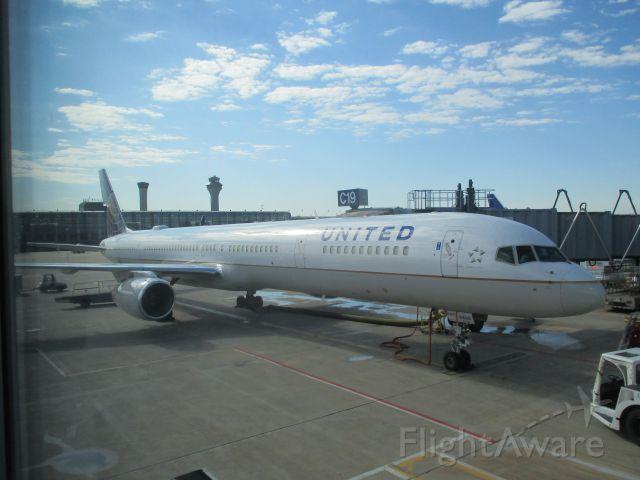 Boeing 757-200 — - Flying to Denver.