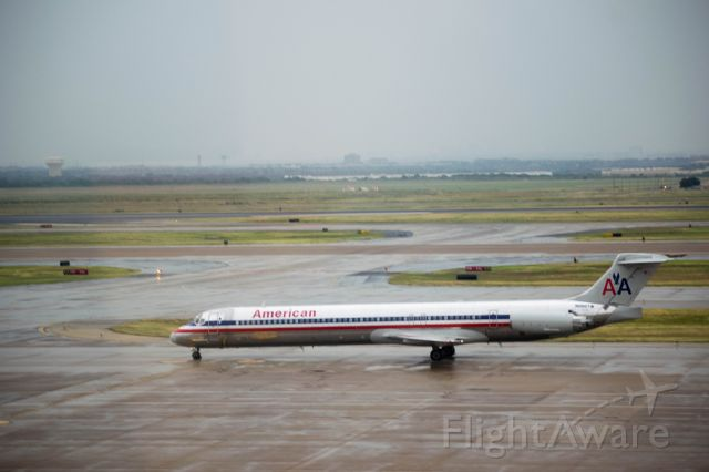 McDonnell Douglas MD-80 (N982TW) - american md80 taxiing