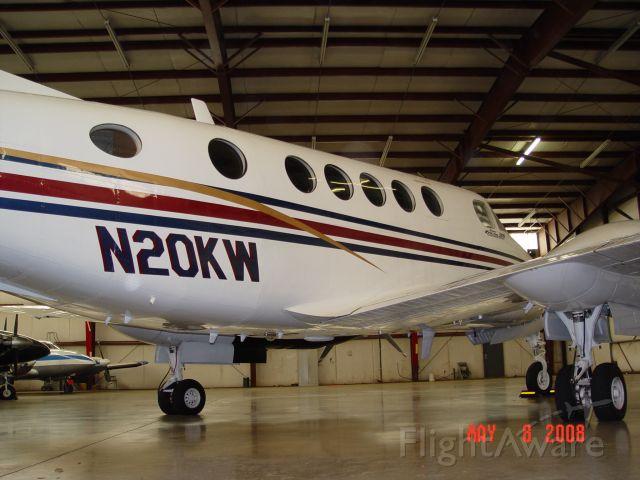 Beechcraft Super King Air 300 (N20KW)