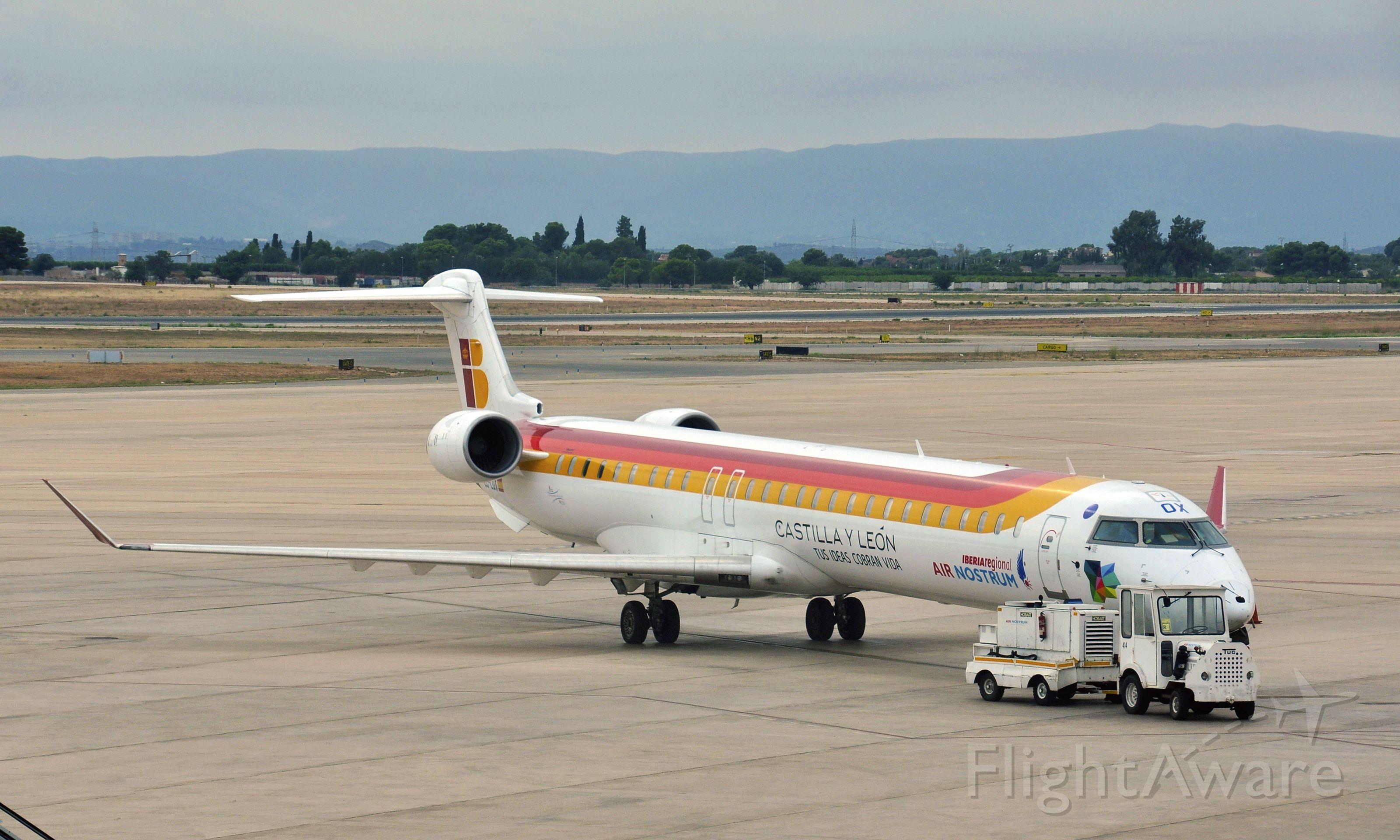 Canadair Regional Jet CRJ-200 (EC-LOX) - Iberia/Air Nostrum Canadair CL-600-2E25 Regional Jet CRJ-1000 EC-LOX in Valencia