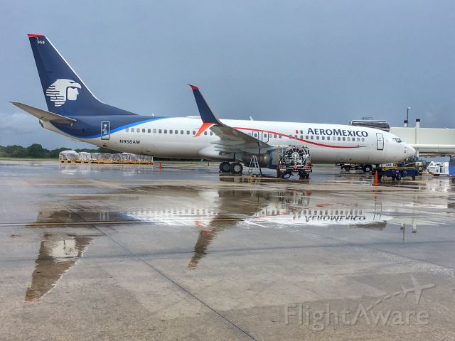 Boeing 737-800 (N958AM) - AeroMexico diversion into TPA.