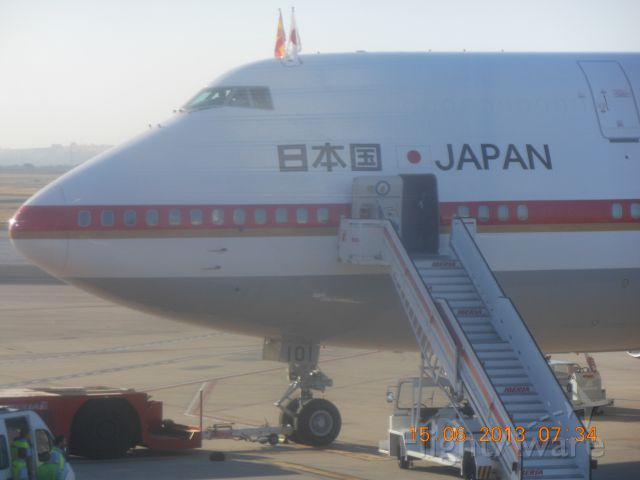 Boeing 747-200 (20-1101) - Photo of Japanese Airforce B747 at Seville on the occasion of Crown Prince Naruhito official visit to Spain. 15/06/2013