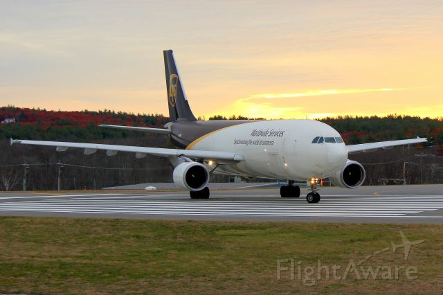 Airbus A300F4-600 (N171UP) - UPS 2049 lining up on 24