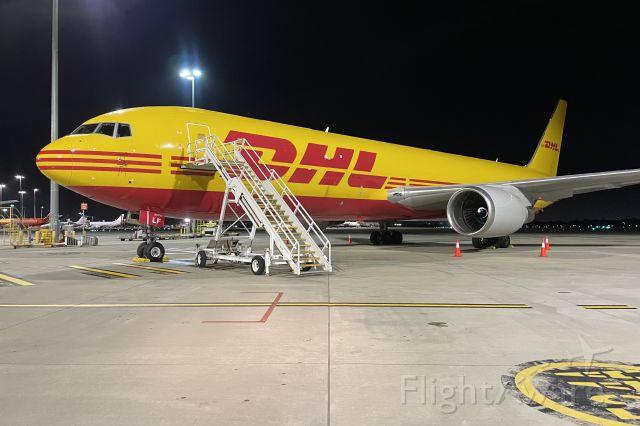 BOEING 767-300 (G-DHLF)