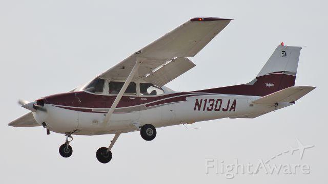 Cessna Skyhawk (N130JA) - Landing runway 19 on 26 May 2018.