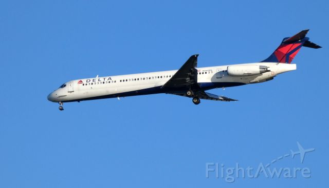 McDonnell Douglas MD-88 (N960DL) - Shown here on approach is a Delta Airlines McDonnell Douglas MD-88 in the Summer of 2018.