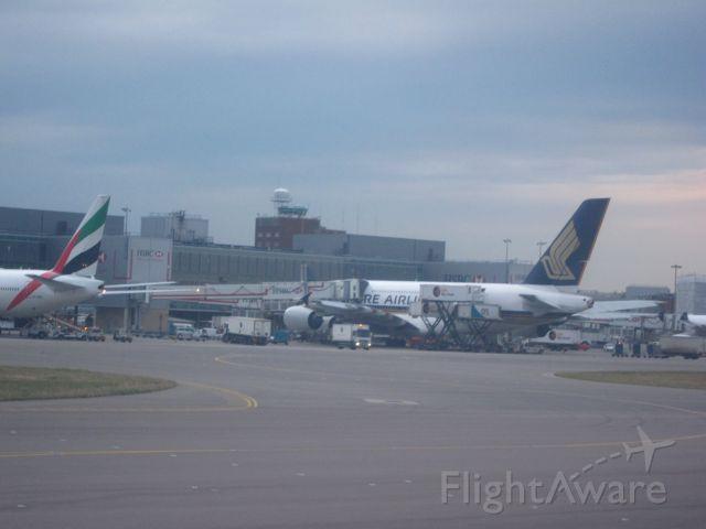 — — - Singapores A380 at Heathrow
