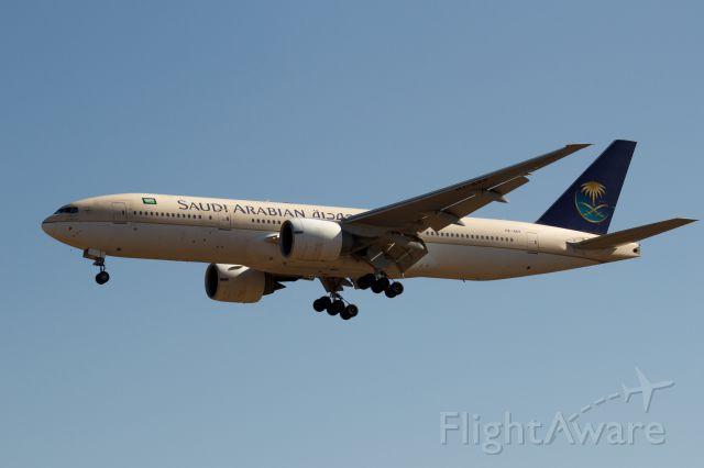 Boeing 777-200 (HZ-AKP)