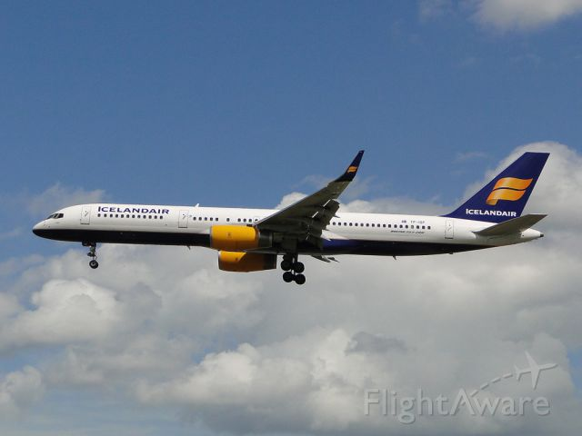 BOEING 757-300 (TF-ISF)