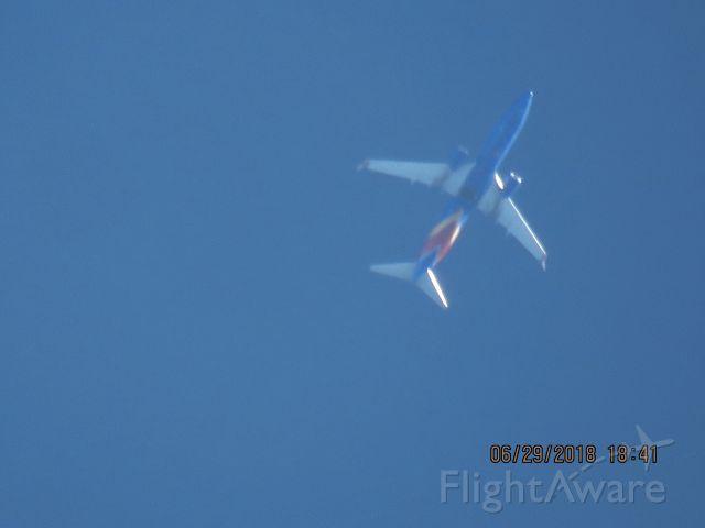 Boeing 737-800 (N8656B)