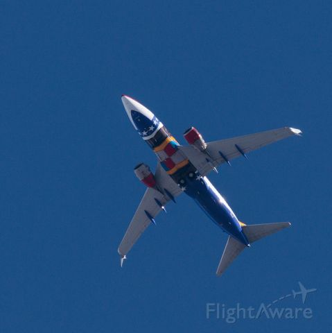 Boeing 737-700 (N280WN) - Missouri state flag livery from below