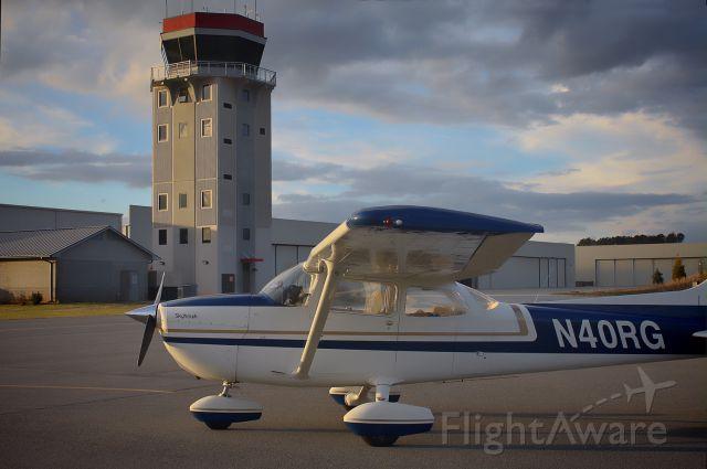 Cessna Skyhawk (N40RG) - Ready for Taxi...! :-)