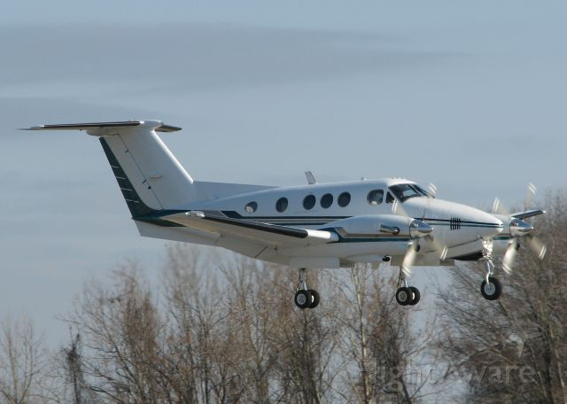Beechcraft King Air F90 (N769D) - Landing on 14 at the Shreveport Downtown airport.