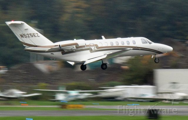 Cessna Citation CJ3 (N525EZ) - Landing runway 26 at DXR. Aircraft based at RELIANT AIR, where you find the cheapest fuel at Danbury (KDXR)!