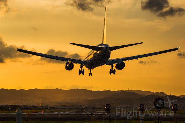 BOEING 767-300 (JA8324)