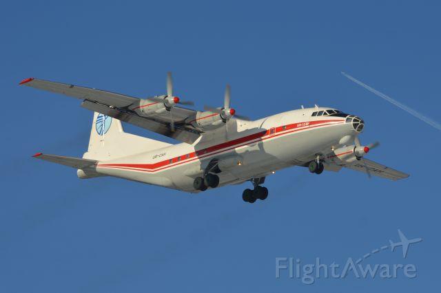 Antonov An-12 (UR-CAH)