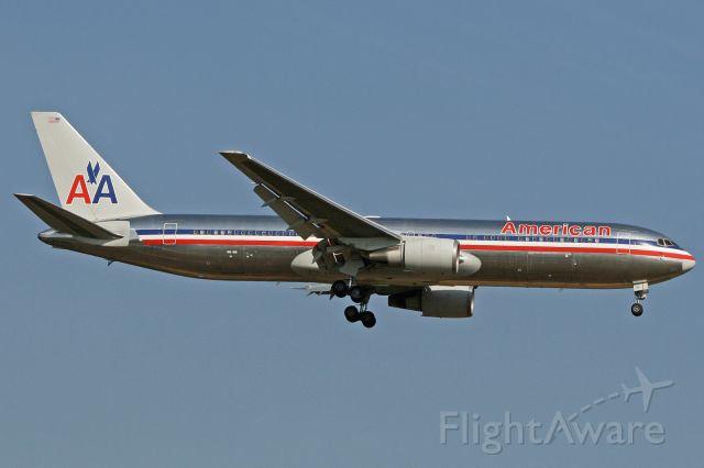 BOEING 767-300 (N391AA)