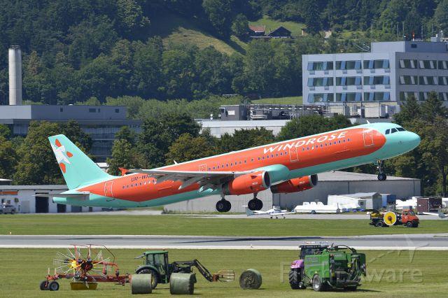 Airbus A321 (UR-WRH)
