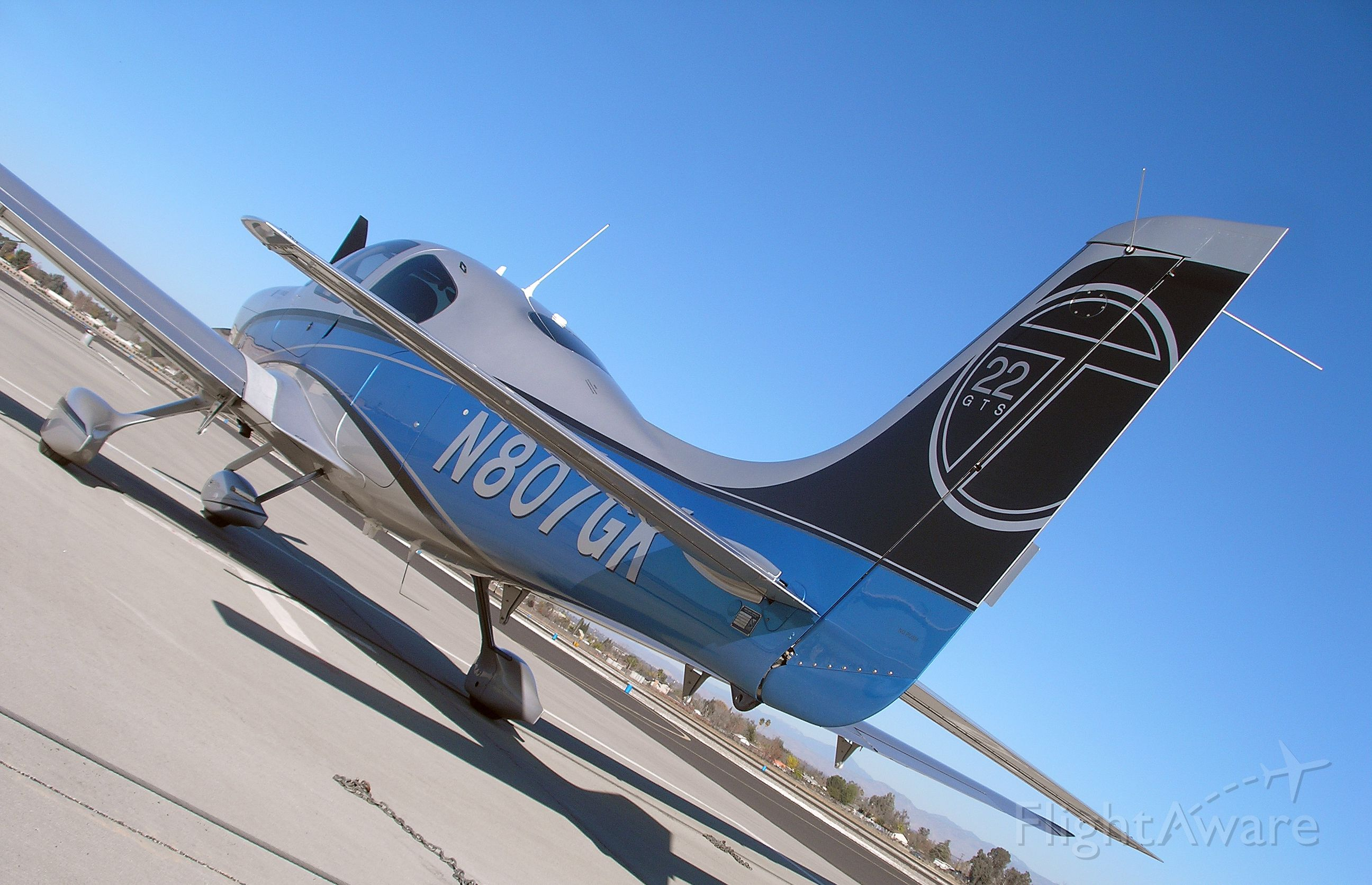 Cirrus SR-22 (N807GK)
