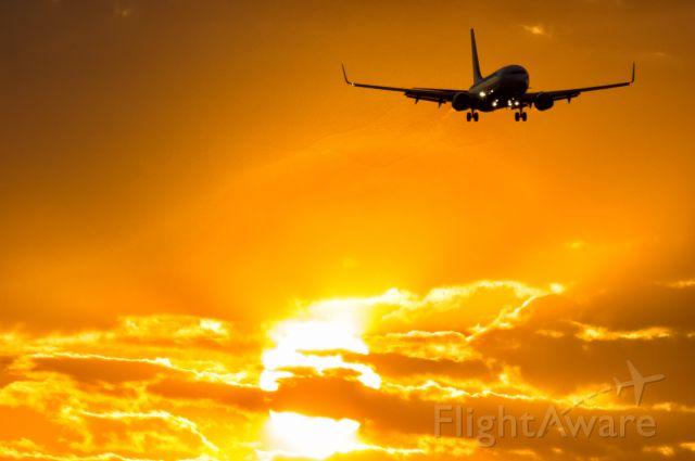 Boeing 737-800 (EI-EVB) - Sunset on Warsaw Airport. Ryanair Boeing 738 on final.