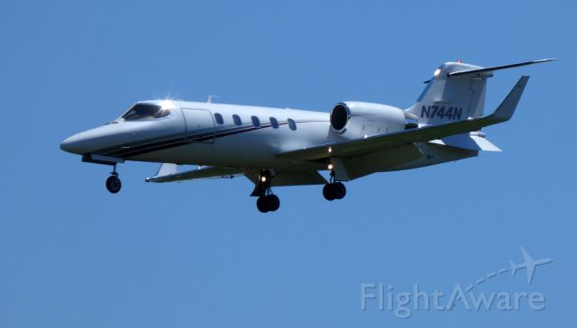 Learjet 31 (N744N) - On final is this 1999 Learjet 31A in the Spring of 2019.