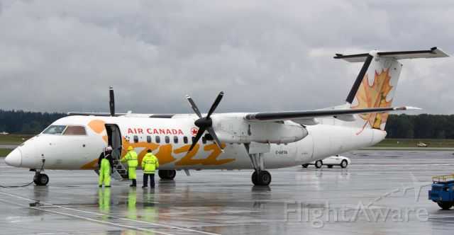de Havilland Dash 8-300 (C-GETA) - A pic from several years ago. This livery on C-GETA was repainted a long time ago when Air Canada Jazz became Air Canada Express (operated by Jazz). Soon, C-GETA will again be repainted into ACA's newest livery scheme.