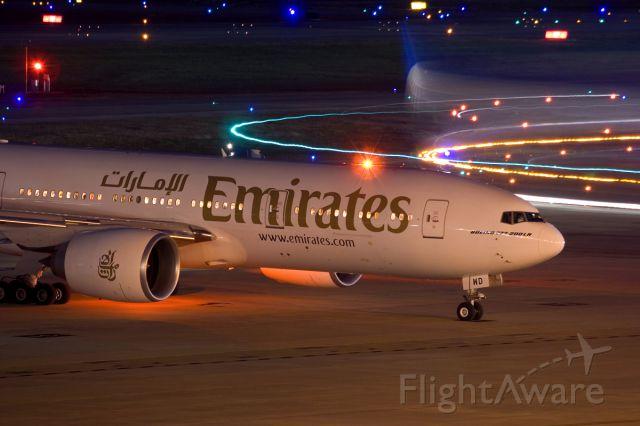BOEING 777-200LR (A6-EWD) - Nov. 8, 2008