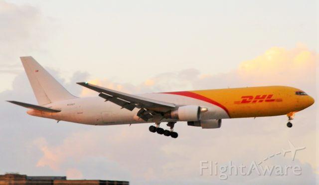 BOEING 767-300 (N220CY)