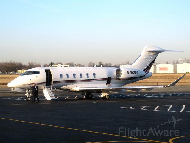 Bombardier Challenger 300 (N769QS)