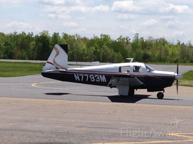 Mooney M-20 (N7793M) - Mooney M-20 taxiing for takeoff