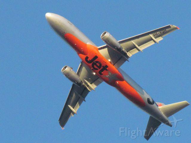 Airbus A320 (VH-VQH) - leaving sysy