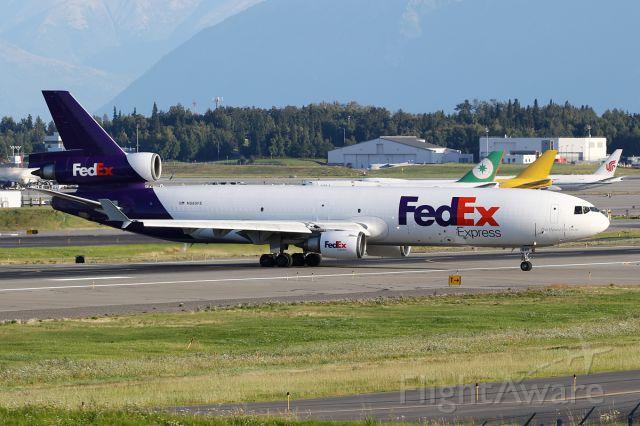 Boeing MD-11 (N585FE)