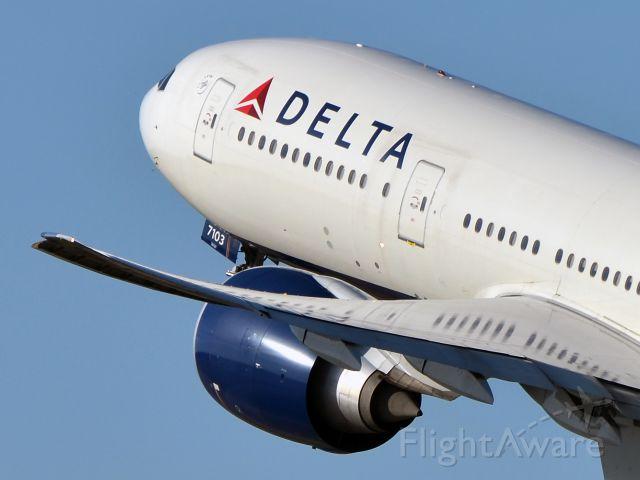 BOEING 777-200LR (N703DN)