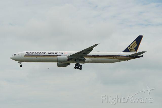 Boeing 777-200 (9V-SYH)