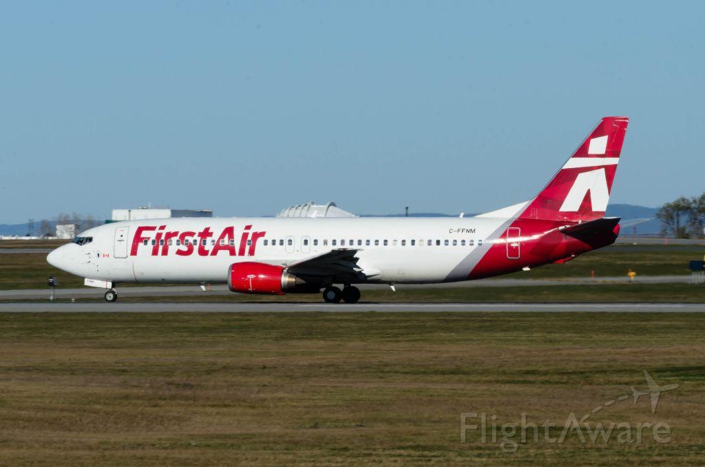 Boeing 737-200 (C-FFNM) - Leaving rwy 25 for Iqaluit.