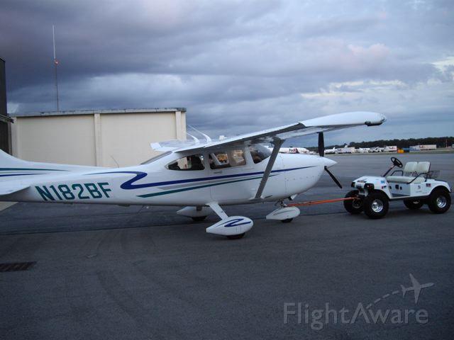 Cessna Skylane (N182BF)