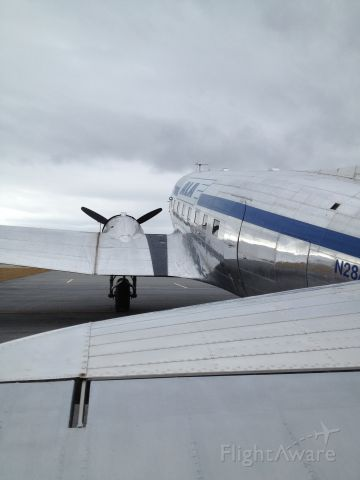 Douglas DC-3 (N28AA)