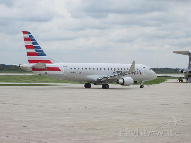 Embraer 175 (N434YX)