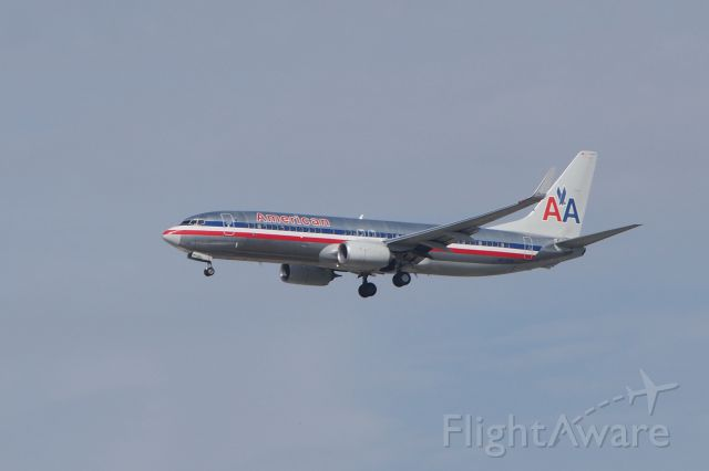 Boeing 737-700 (N878NN)