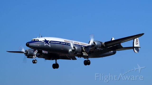 Lockheed EC-121 Constellation (HB-RSC) - Im Anflug