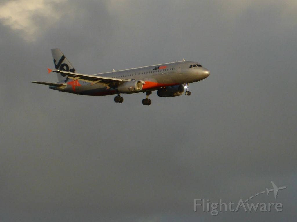 Airbus A320 (VH-VQS)