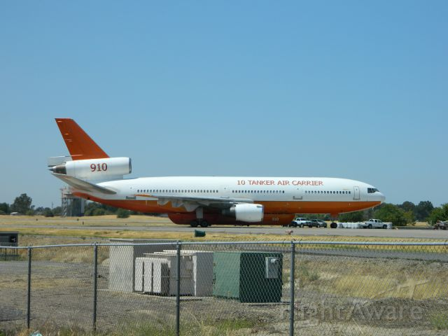 McDonnell Douglas DC-10 (N450AX) - Tanker 910 returning for more fuel and water. 8/12/2012