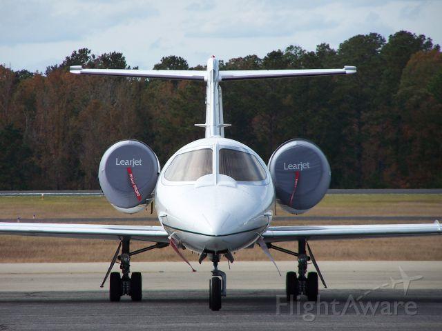 Learjet 31 (N636SF)