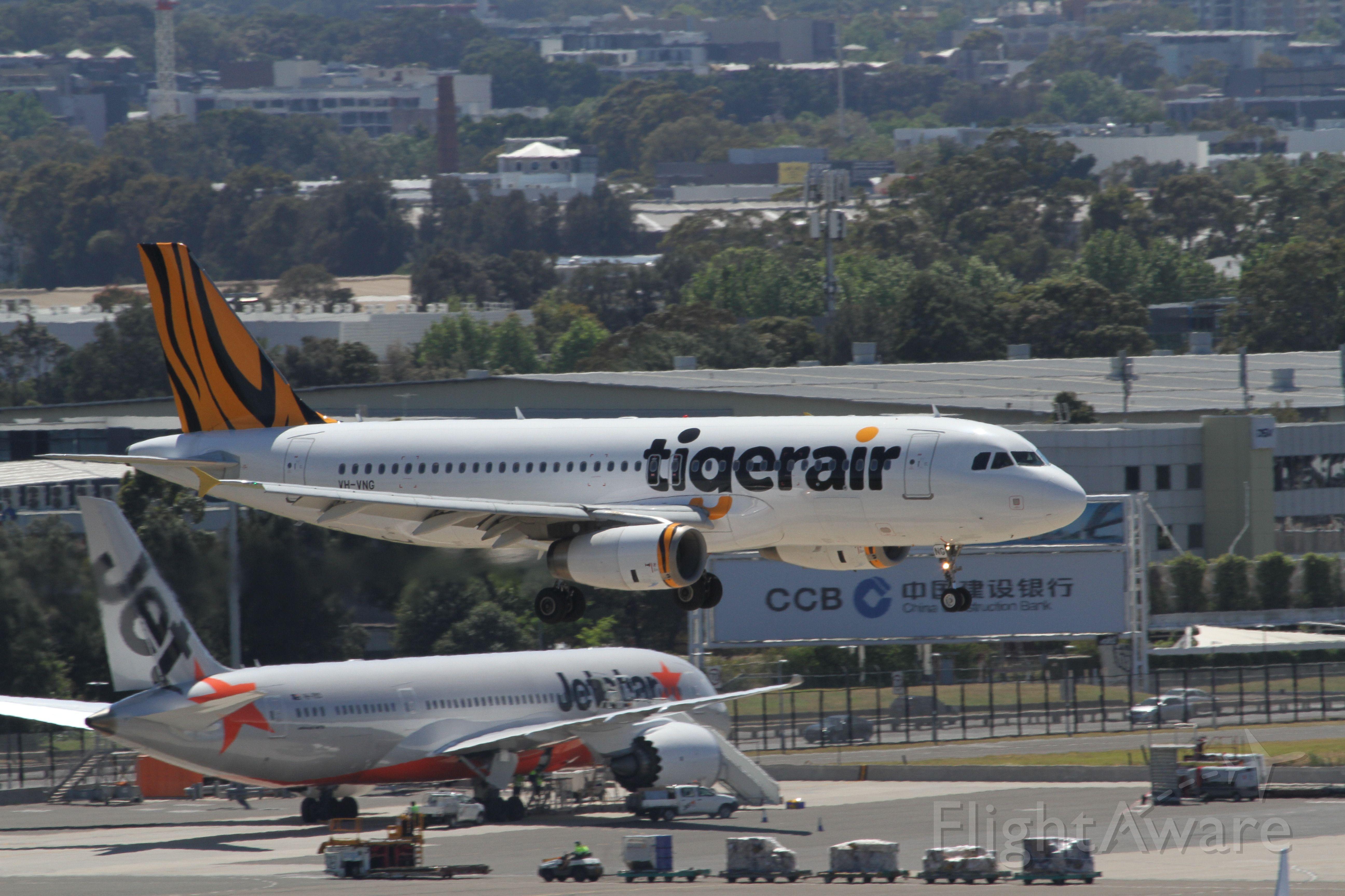 BOEING 737-400 (VH-VNG)
